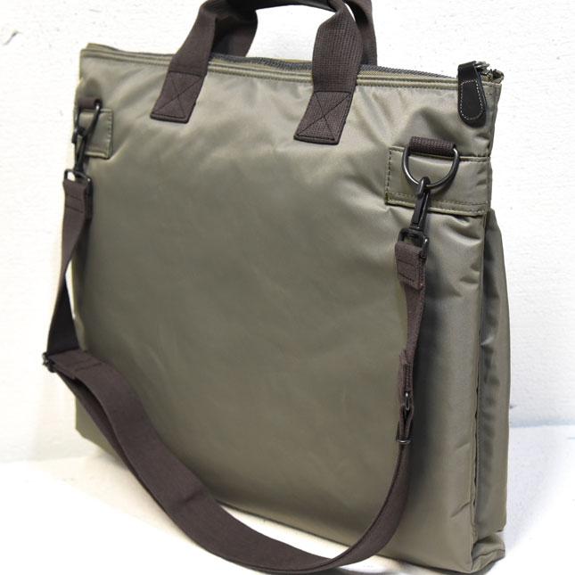 9938ab145f 機能美に溢れたミリタリー用品のディティールを踏襲した鞄は、その先駆けでもあり、礎を築いた吉田カバンの「ポーター」です。質実剛健を頑なまでに拘ったモノ作りは、  ...